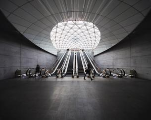 Sweden, Skane, Malmo, Escalators at railroad stationの写真素材 [FYI02201700]