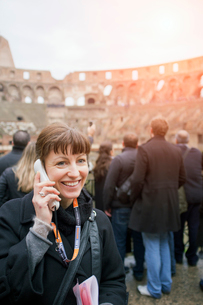Italy, Rome, Woman listening to audio guide in Coliseumの写真素材 [FYI02201725]