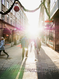 Sweden, Stockholm, City street with Christmas decorationの写真素材 [FYI02201825]