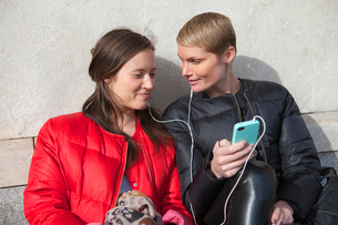 Sweden, Stockholm, Ostermalm, Two women listening to musicの写真素材 [FYI02201869]
