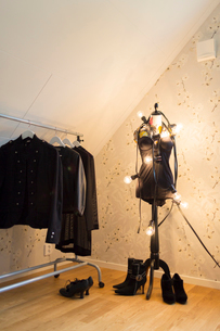 Sweden, Clothes hanging on mannequin and clothes rackの写真素材 [FYI02202159]