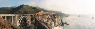 USA, California, View of arch bridgeの写真素材 [FYI02202215]