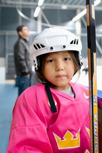 Sweden, Portrait of girl (6-7) in ice hockey uniformの写真素材 [FYI02202369]