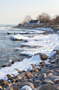 Sweden, Skane, Abbekas, Snow lying on coastlineの写真素材 [FYI02202405]