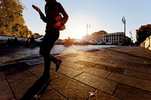 Italy, Rome, Woman walking on sidewalkの写真素材 [FYI02202446]