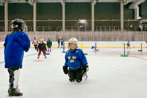 Sweden, Young male hockey players (8-9) on iceの写真素材 [FYI02202453]