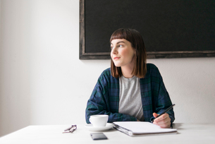 Sweden, Young woman sitting at desk in officeの写真素材 [FYI02202520]