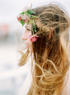 Sweden, Halland, Varberg, Profile of young woman with flowers in hairの写真素材 [FYI02202541]