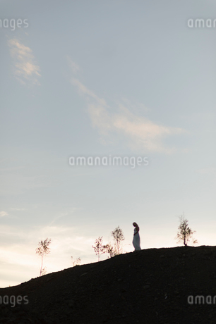 Sweden, Vastmanland, Girl (14-15) standing on hillの写真素材 [FYI02202563]