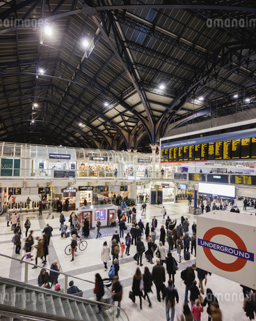UK, England, London, Commuters at Liverpool Street Stationの写真素材 [FYI02202594]