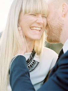 Sweden, Groom kissing bride´s cheekの写真素材 [FYI02202610]