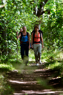 Sweden, Ostergotland, Agelsjon, Two women hiking in forest with baby boy (2-3)の写真素材 [FYI02202722]