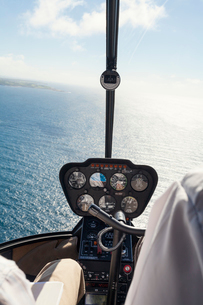Australia, New South Wales, Sea seen from helicopter cockpitの写真素材 [FYI02202781]