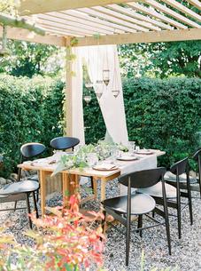 Sweden, Table under gazebo in gardenの写真素材 [FYI02202844]