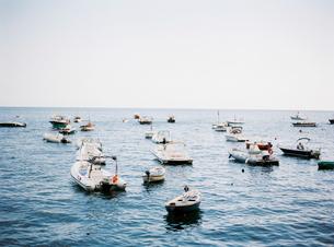 Italy, Amalfi, Positano, Boats floating on waterの写真素材 [FYI02202898]