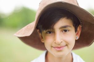 Sweden, Varmland, Filipstad, Gasborn, Horrsjon, Portrait of boy (10-11) in hatの写真素材 [FYI02202965]