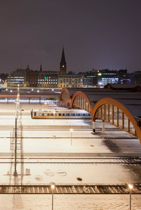 Sweden, Skane, Malmo, Railroad station at nightの写真素材 [FYI02203034]
