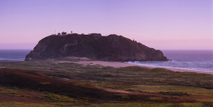 USA, California, Big Sur, Landscape with Point Sur lightstation on rocksの写真素材 [FYI02203054]