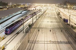 Sweden, Skane, Malmo, Railroad station at nightの写真素材 [FYI02203208]