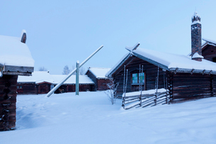 Sweden, Dalarna, Mora, Wooden houses covered with snowの写真素材 [FYI02203257]