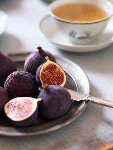 Sweden, Fresh figs and teaの写真素材 [FYI02203293]