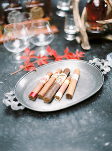 Sweden, Cigars on metal trayの写真素材 [FYI02203304]