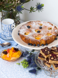 Sweden, Peach cake with blueberriesの写真素材 [FYI02203377]