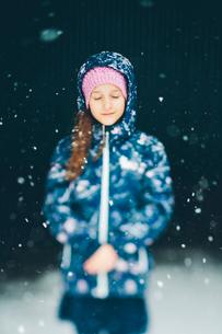 Sweden, Blekinge, Portrait of girl (10-11) wearing jacket in snowfallの写真素材 [FYI02203378]