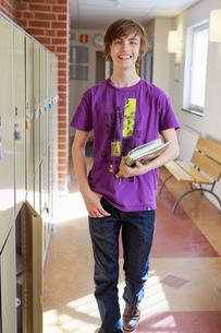 Sweden, Teenage boy (14-15) walking on school corridorの写真素材 [FYI02203428]