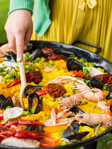 Sweden, Paella with seafood on grillの写真素材 [FYI02203497]