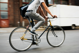 Germany, Berlin, Man cyclingの写真素材 [FYI02203543]