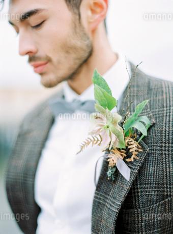 Sweden, Halland, Varberg, Portrait of groom wearing tuxedoの写真素材 [FYI02203569]