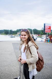Sweden, Stockholm Archipelago, Sodermanland, Uto, Portrait of teenage girl (14-15) with backpackの写真素材 [FYI02203633]