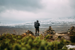 Sweden, Sylama, Jamtland, Man hiking in mountainsの写真素材 [FYI02203635]