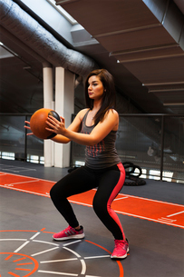 Sweden, Young woman exercising at gymの写真素材 [FYI02203691]