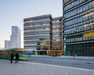 Sweden, Skane, Malmo, Facade of modern building in streetの写真素材 [FYI02203781]
