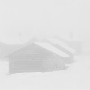 Sweden, Dalarna, Orsa, Wooden house in winterの写真素材 [FYI02203809]