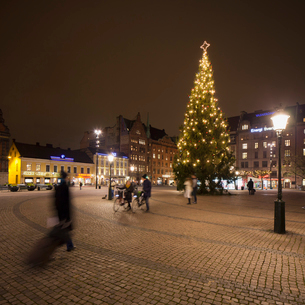 Sweden, Skane, Malmo, Stortorget, Town square at nightの写真素材 [FYI02203864]