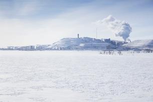 Sweden, Lapland, Kiruna, Iron ore mine in winterの写真素材 [FYI02203872]