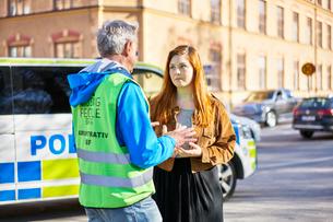 Sweden, Uppland, Stockholm, Kungsholmen, Volunteers on streetの写真素材 [FYI02204414]