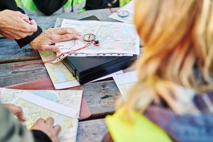 Sweden, Uppland, Rison, Volunteers helping emergency services find missing peopleの写真素材 [FYI02204419]