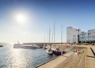 Sweden, Skane, Malmo, Vastra hamnen, Marina on sunny dayの写真素材 [FYI02204478]