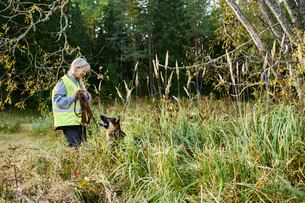Sweden, Uppland, Rison, Volunteer with dog helping emergency services find missing peopleの写真素材 [FYI02204483]