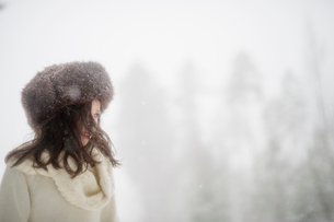 Sweden, Vastmanland, Bergslagen, Girl (8-9) in winter forestの写真素材 [FYI02204542]