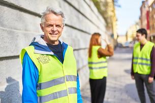 Sweden, Uppland, Stockholm, Kungsholmen, Volunteers on sidewalkの写真素材 [FYI02204630]