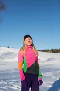 Sweden, Medelpad, Sundsvall, Portrait of woman on snowy dayの写真素材 [FYI02204663]