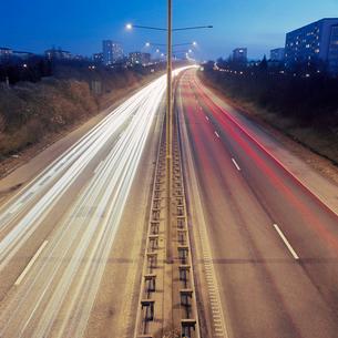 Sweden, Skane, Malmo, Soderkulla, Long exposure shot of highwayの写真素材 [FYI02204699]