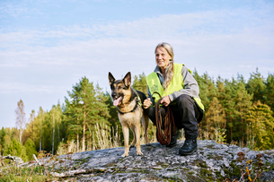 Sweden, Uppland, Rison, Portrait of volunteer with dog helping emergency services find missing peoplの写真素材 [FYI02204719]
