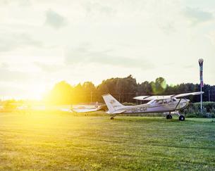 Finland, Inga, Bush plane in field at sunsetの写真素材 [FYI02204739]
