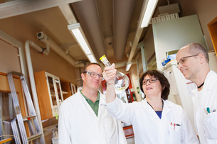 Sweden, Scientists examining chemicalsの写真素材 [FYI02204765]